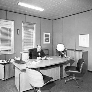 O engenheiro no seu escritório de Segrate nos anos 70